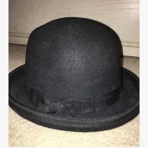 44ac93bf9c1 Nine West Accessories - Nine West black rimmed coche hat